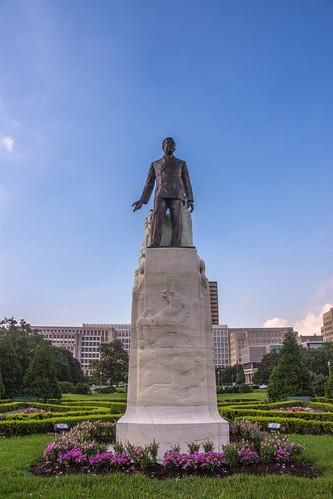 baton rouge louisiana state capitol huey long statue