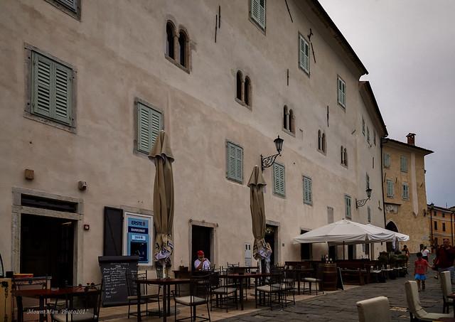 Motovun - između vanjskih i unutrašnjih gradskih vrata