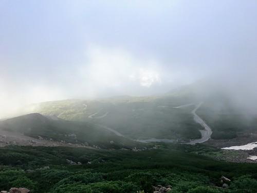 乗鞍岳 肩の小屋前から乗鞍エコーライン   by ichitakabridge