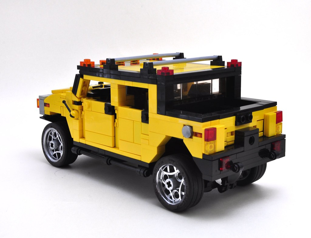 'Ts been 8 or 9 yrs since i built this MOC with 5-6  modifications,  and I like it so much I had to re-shoot it again...   Hummer H2