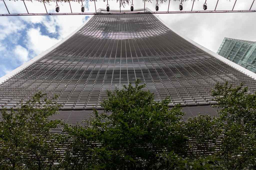 Designed by architect Rafael Viñoly and costing over £200 million, 20 Fenchurch Street features a highly distinctive top-heavy form which appears to burst upward and outward. + Sky Garden at the top of the building.......