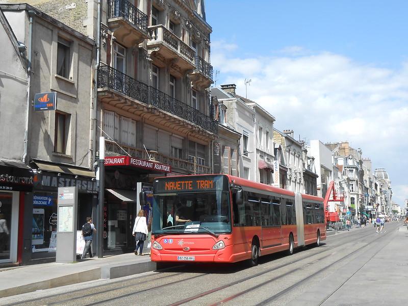 Reims bus 36851941776_c8d89ef44a_c