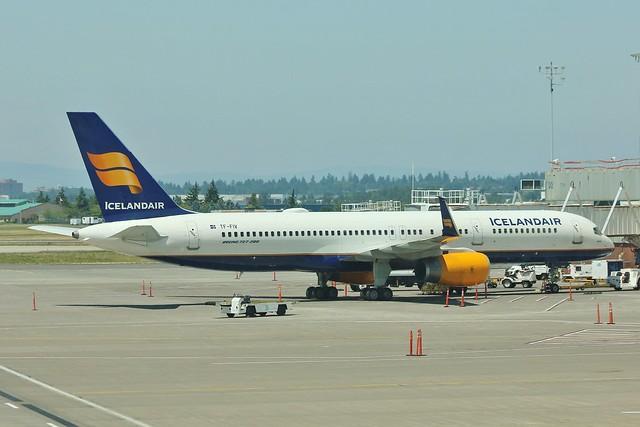 TF-FIV Boeing 757-208  Icelandair , at PDX .