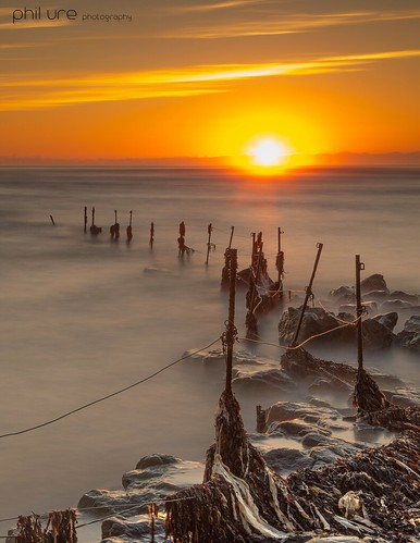 boulmer northumberland fence sun sunrise seaweed neptune rocks le longexposure canon 6d lee leefilters littlestopper ndgrad