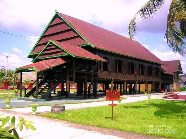 "Kerajaan Bone, Sulawesi / Istana ""Saoraja Petta Ponggawae""… | Flickr"