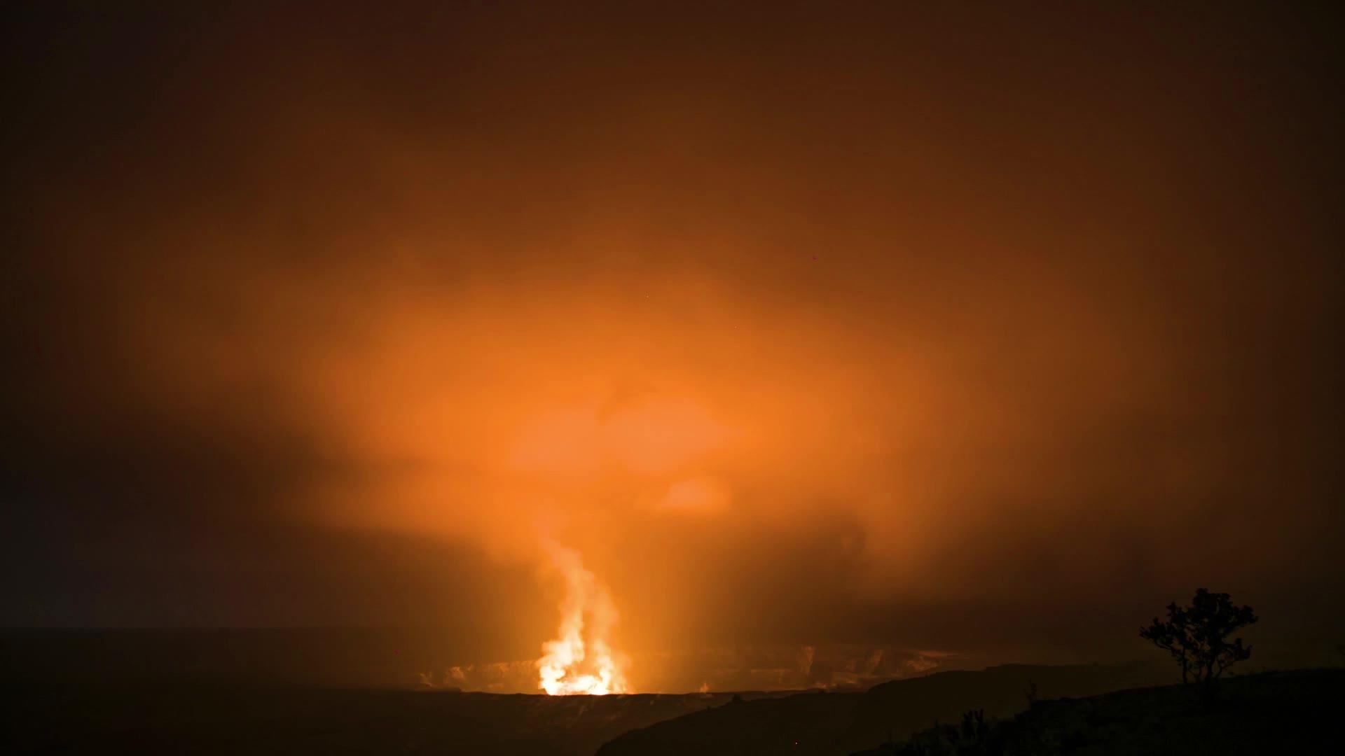 Timelapse of lava lake glow within Halema'uma'u Crater