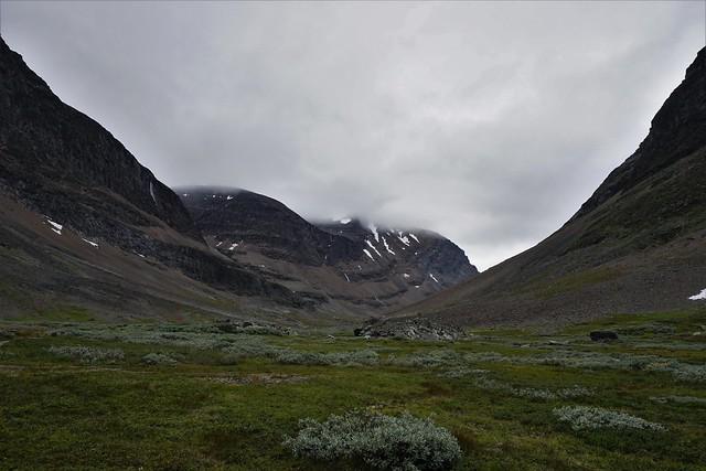 Laddjuvaggi, path to Singistugorna