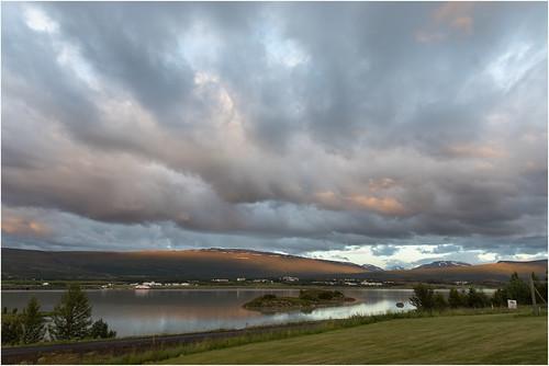sunset clouds cloudy bluesky sonnenstrahlen sonnenuntergang mountain berge landscape landschaft wolken bewölkt green canoneos5dmarkiv ef2470f28liiusm iceland island fellabær
