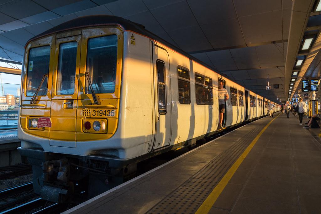 319435 / 319217 - Blackfriars - 1W46 by Class313