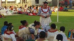 203 des dames servent du Kava, Ladies serving Kava