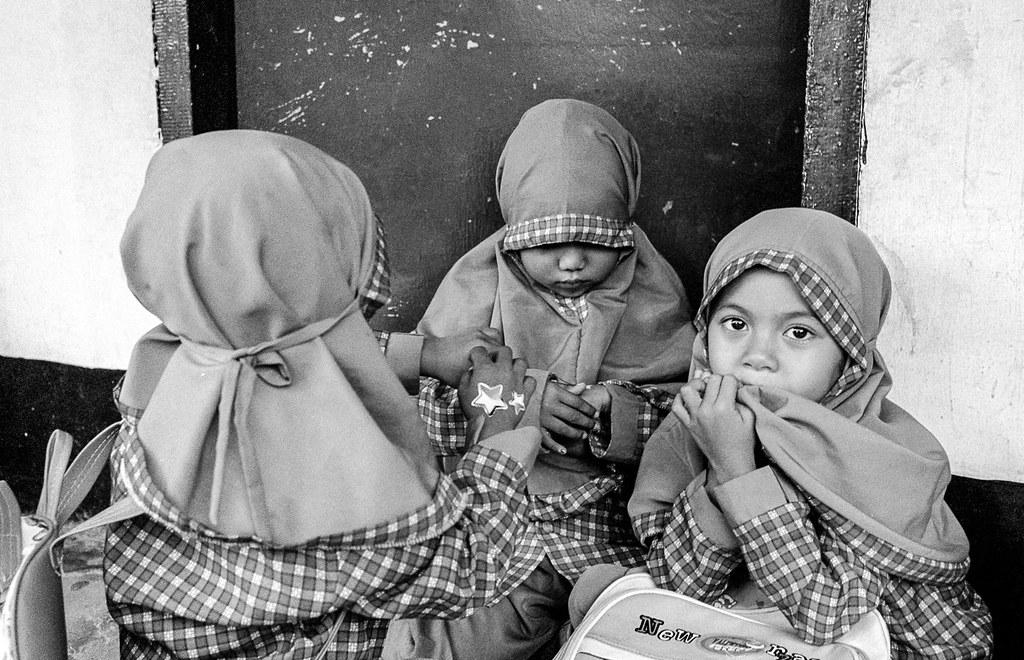 Three Girls At School Kuta Lombok Indonesia Leica M6 Flickr