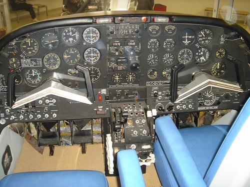 MU-2 JA8626コクピット DSC00916