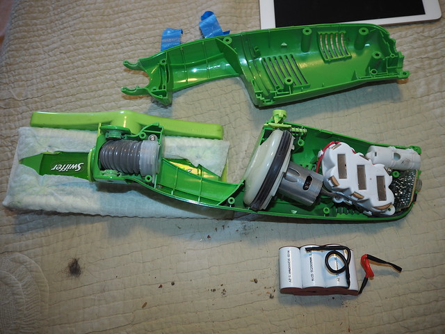 Q9160001 see youtube videos on taking the 7p2V swiffer vacuum apart and replacing the battery w a sweeperbattery dot com