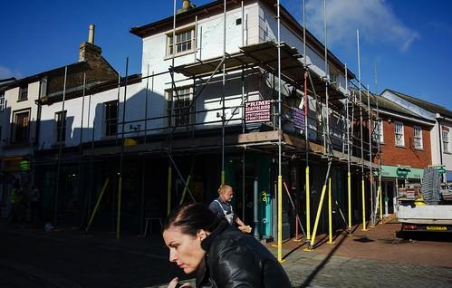 scaffolding duck urban explore streetshooter streetphotography railwaystreet hertfordshire hertford paparazzi dodging