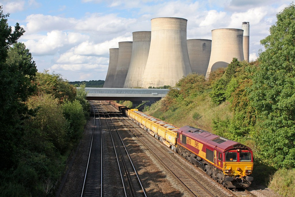 Overlooked by the massive cooling towers of Ratcliffe P.S. on 26.8.17, 66070 passes Ratcliffe on Soar, MML with 1615 Toton North Yard - Silkstream Junction loaded MRA side tippers & low ballast wagons