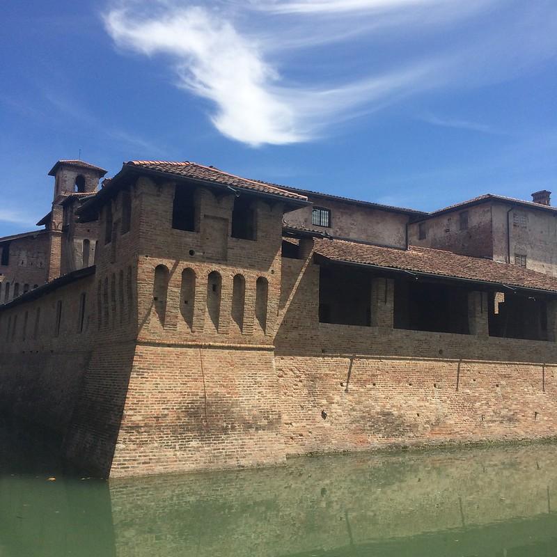 Bergame - les châteaux (#Malpaga #Pagazzano et la petite ville de #Treviglio) #Italia