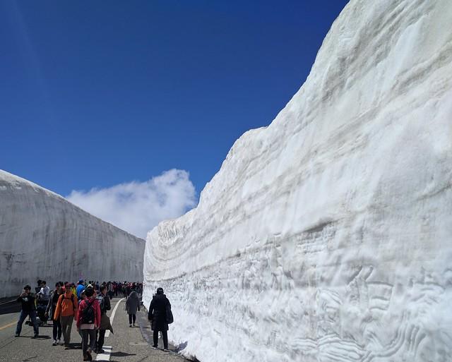 Snow-wall (yuki no otani) at Murodo Tateyama