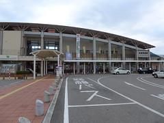 会津田島ステーションプラザと駅前ロータリー