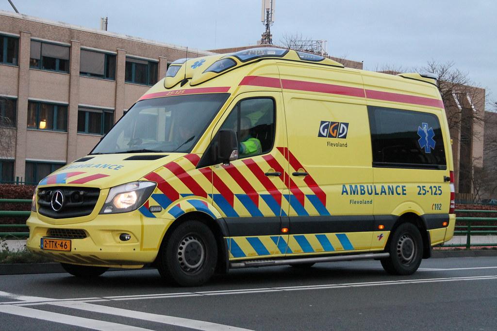 25 125 Soort Voertuig Reguliere Ambulance Roepnummer 25 Flickr