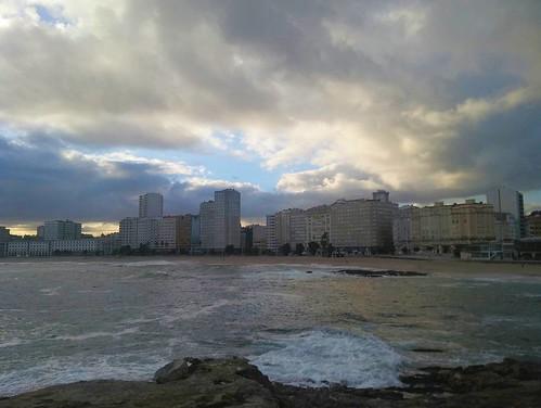 Fotos de domingo 2017. 37/53. #fotosdedomingo_2017 #cielo #sky #mar #Coruña #phonephoto #photography | by treboada