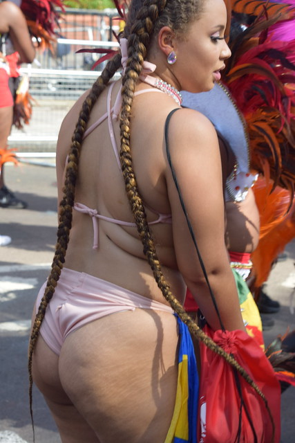 DSC_2381 Notting Hill Caribbean Carnival London Exotic Colourful Costume Dancing Lady Showgirl Performer Aug 28 2017 Stunning Lady Delightful Fine Ass