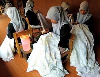 Proses membatik batik tulis | by lajwania
