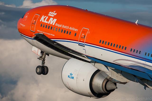 Boeing 777-300ER KLM Royal Dutch Airlines PH-BVA cn 35671/694