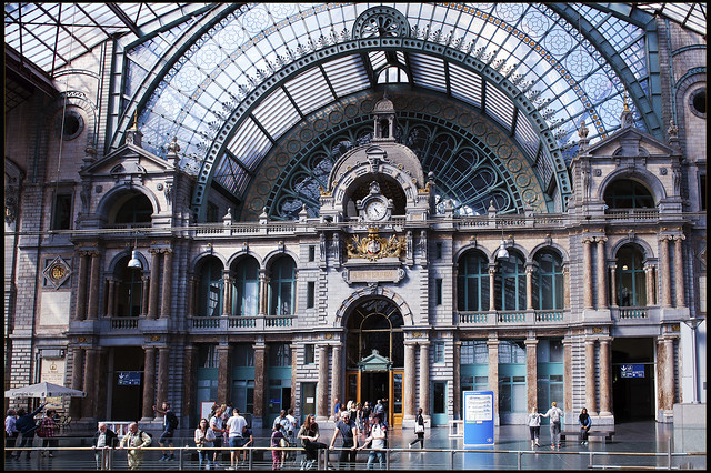 Antwerpen Main Station.The Clock and the main level .06.08.17, 16:26:18. 90 minutes brake .On the way to London. Izakigur No. 5835.