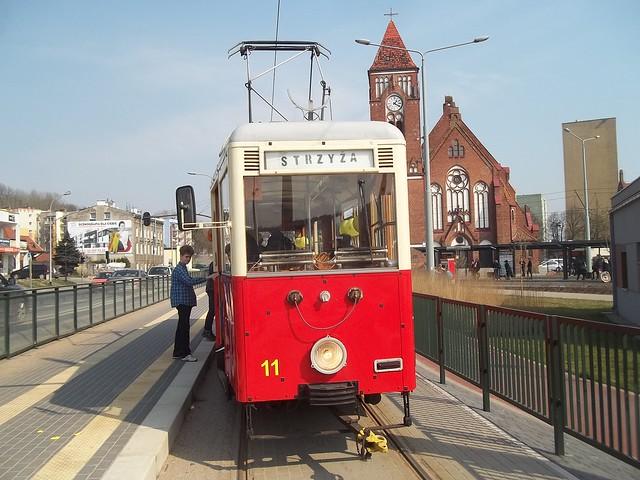 old tram - tranvía vieja - vecchio tram - stary tramwaj - Polska - Poland - Gdańsk - Konstal