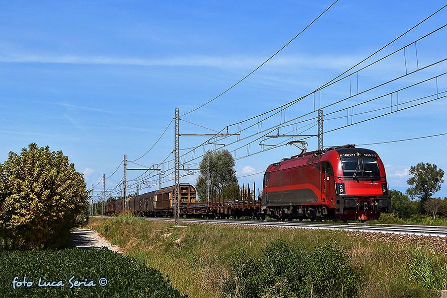 Bb 1216 017 rail cargo carrier italia la taurus e190 for B b italia carugo