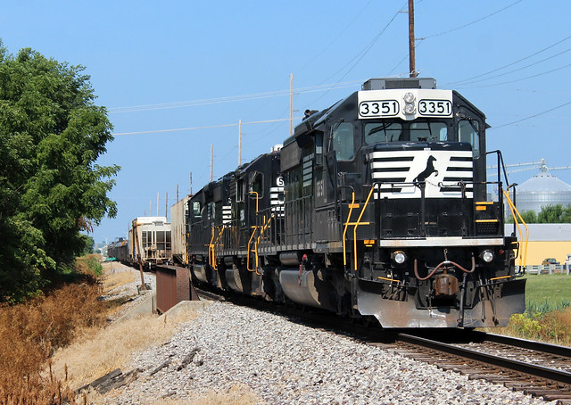 NS D36 working Gibson City, IL.