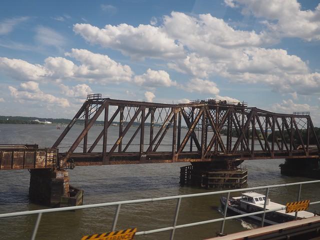 日, 2017-06-25 16:18 - ポトマック川を渡る鉄道橋