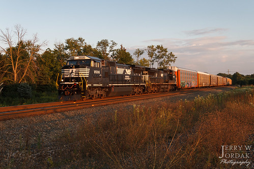 freightcar ns sunset clevelandline 8506 shadows autorack unittrain train27n c4085w norfolksouthern train macedonia ohio unitedstates us