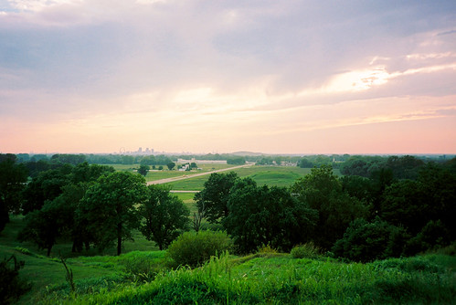 gatewayarch arch stlouis collinsville illinois landscape cahokiamounds cahokia monksmound sunset haze