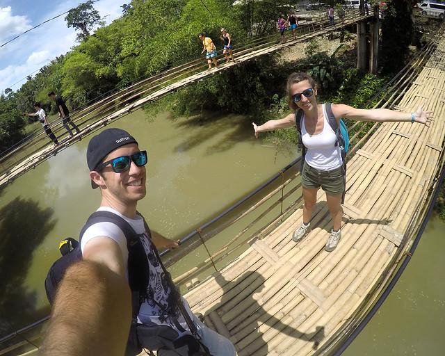 Atravesando puentes colgantes en Filipinas