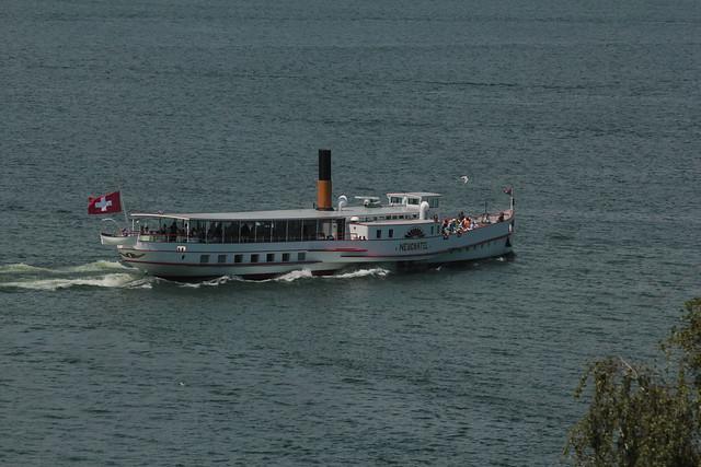 Dampfschiff DS Neuchâtel ( Schaufelraddampfer - Raddampfer - Kursschiff - Schiff - Bateau - Ship - Baujahr 1912 - 300 Personen - Maschinenleistung 360 PS ) auf dem Murtensee im Kanton Freiburg der Schweiz