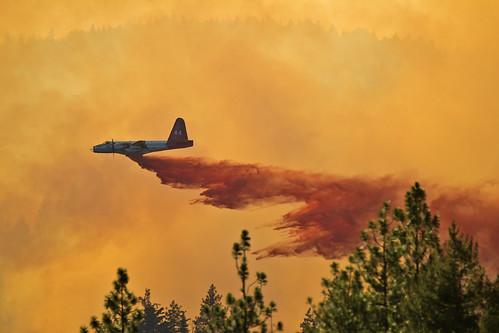 2015 july california wildfire lowellfire neu nevadacounty goldrun placer calfire airtanker retardant airshow plane aircraft fire firefighting summer neptune 44 tanker44 tamronsp150600mmf563divcusda011 canon t3i tamron n1386c