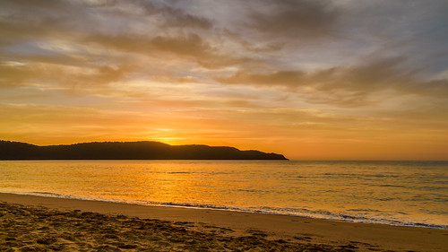 uminabeach sunrise nature dawn mountains nswcentralcoast newsouthwales clouds nsw beach australia centralcoastnsw umina outdoors photography seascape oceanbeach waterscape landscape sky water sea