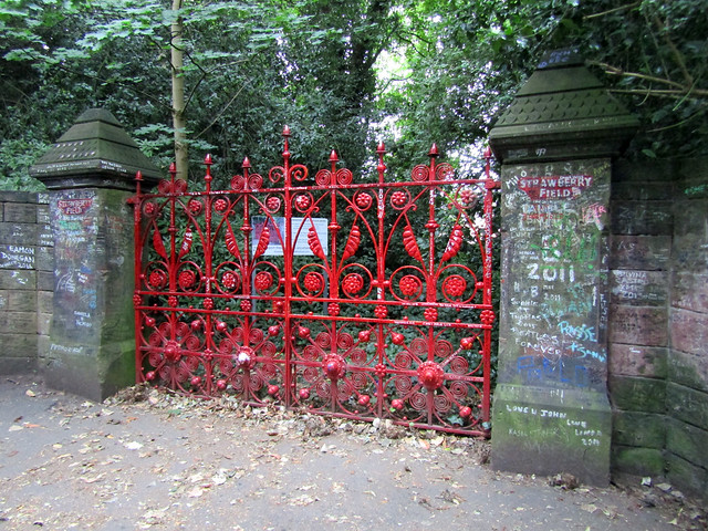 Strawberry Field - The Magical Mystery Tour, Liverpool 2017