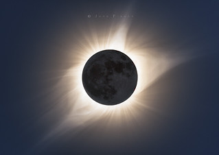 Totality in HDR.