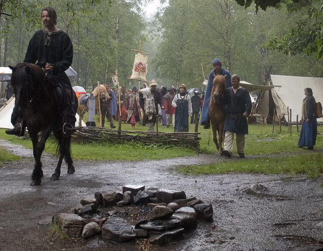 NRK will send directly, therefore we need to open at. 12 despite a terrible rain, chieftain Espen rides first
