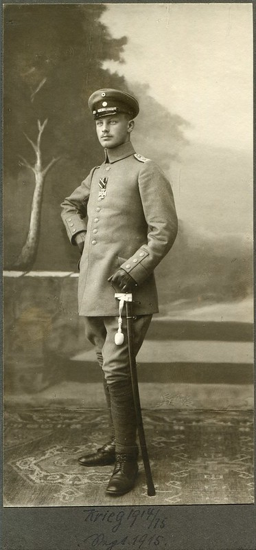 CAB Portrait of an officer - Germany - 1915