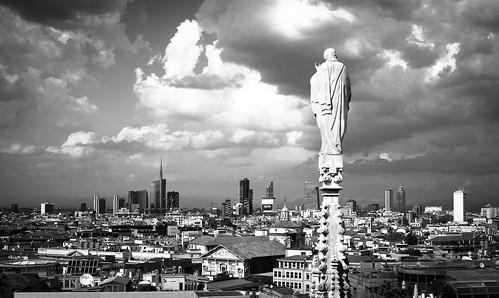 milan milano italy italia city statue città panorama landscape skyscrapers grattacieli lombardia lombardy clouds nuvole sky cielo monocromo bianco nero bw bn houses case north nord