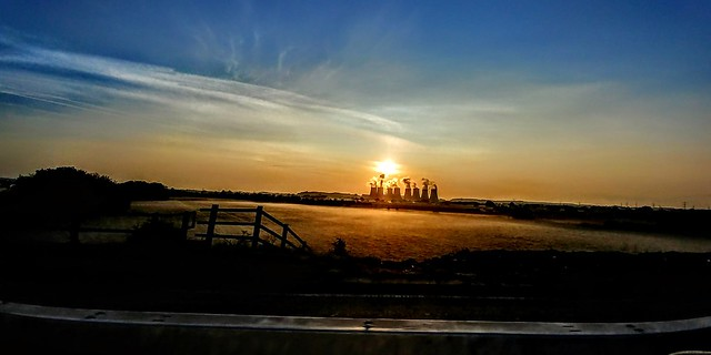 LG G6 #sunrize #fog #Rising  #photography #shot a 60 mph through a window . #sun up #sunnygram #powerstation