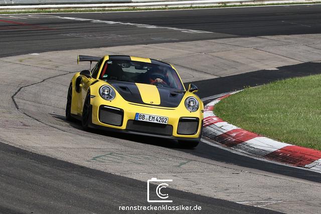 Porsche 911 GT2RS @ Nordschleife Nürburgring Record 2017
