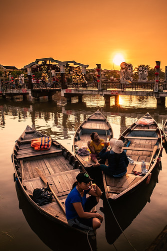 hoian danang vietnam asia asian southeastasia river city oldtown people dailylife travel sunset nikon d750 nikkor 24mm indochina boats