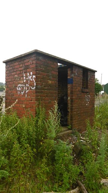 Former railworkers loo, Wombwell Rd (Barnsley - Mexborough railway)   July 2017