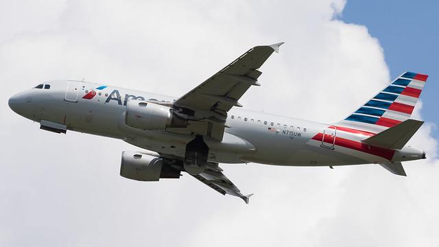 DCA - American Airlines Airbus 319 N715UW