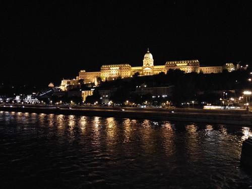 圖10布達皇宮的夜景金碧輝煌