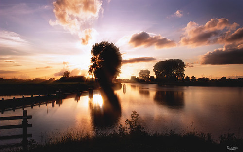 groningen dorkwerd water nature nationalgeographic sky sunset sunbeams reflection landscape waterscape evening thebeautyofnature thenetherlands europe clouds canon floodgates